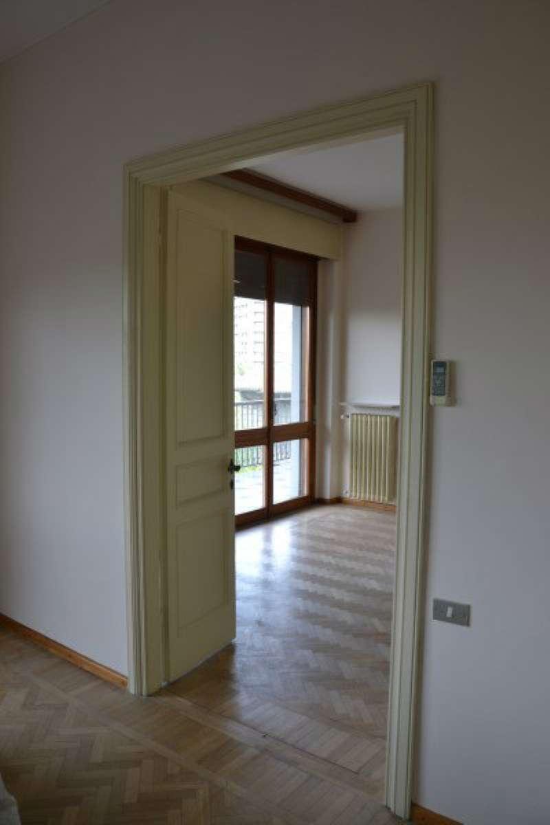 Appartamento in affitto a Modena, 8 locali, prezzo € 1.800 | CambioCasa.it
