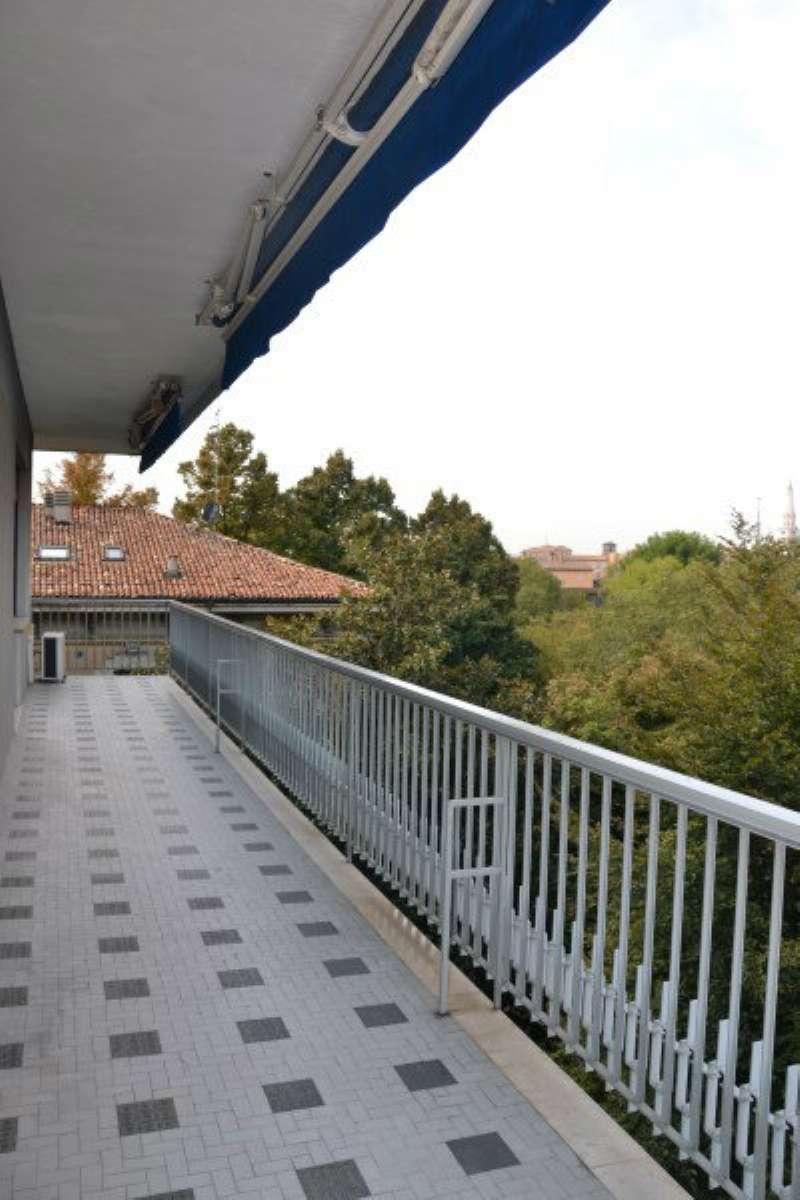 Appartamento in affitto a Modena, 8 locali, prezzo € 2.000 | Cambio Casa.it