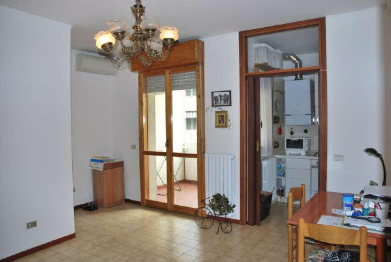 Appartamento in vendita a Modena, 3 locali, prezzo € 100.000 | Cambio Casa.it