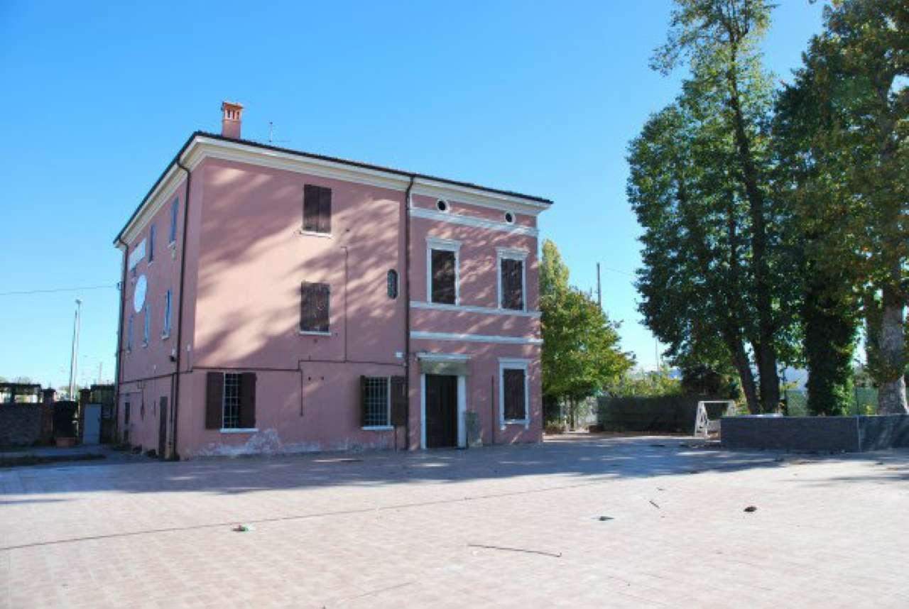Negozio / Locale in affitto a Fiorano Modenese, 10 locali, prezzo € 4.000 | CambioCasa.it