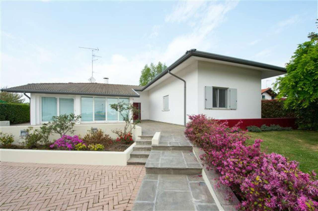 Villa in vendita a Pagnacco, 11 locali, prezzo € 450.000 | CambioCasa.it