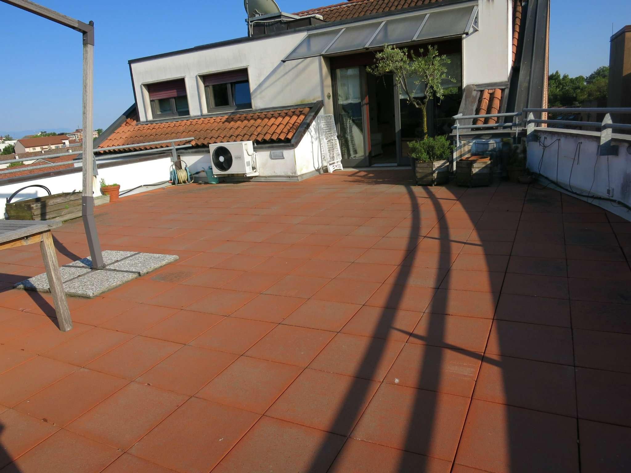 Attico / Mansarda in vendita a Udine, 10 locali, Trattative riservate | Cambio Casa.it