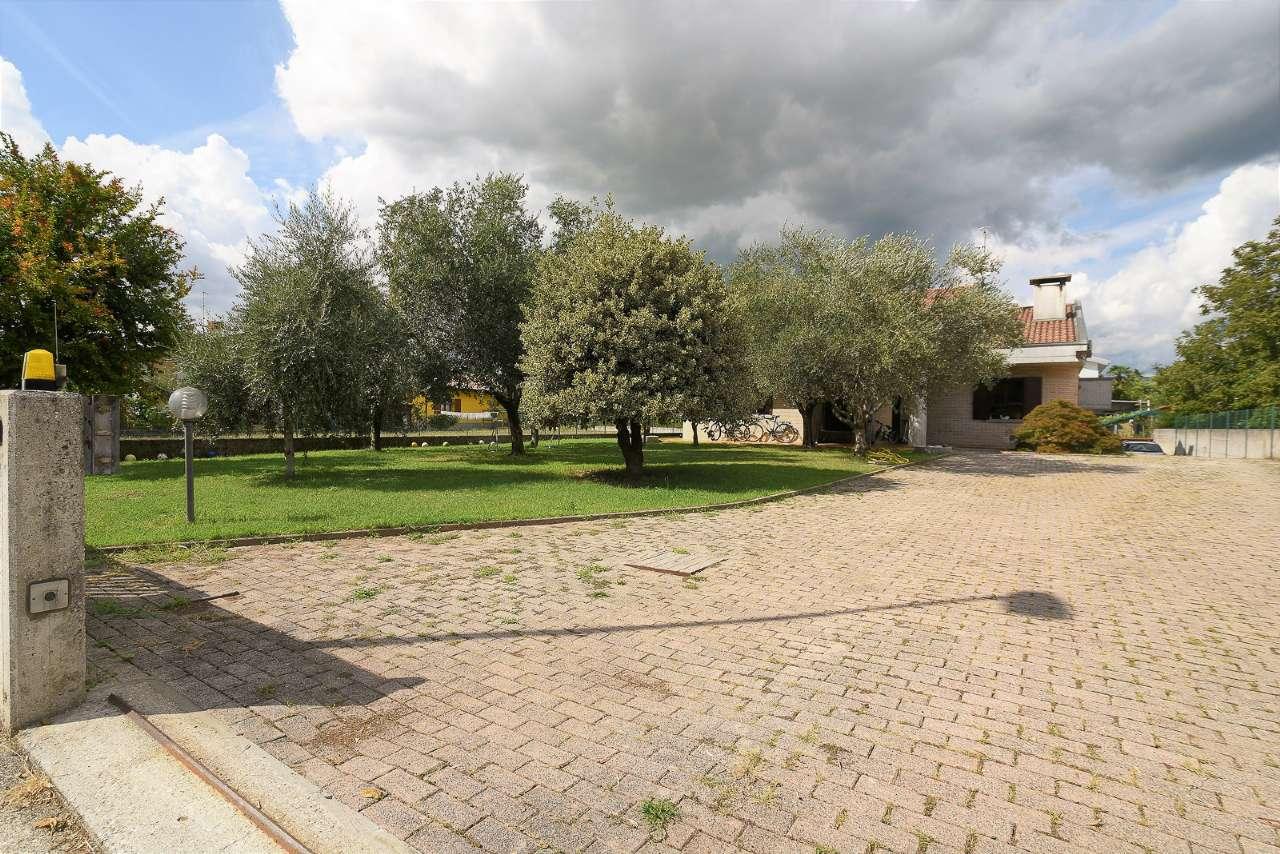 Villa in vendita a Premariacco, 7 locali, prezzo € 320.000 | CambioCasa.it