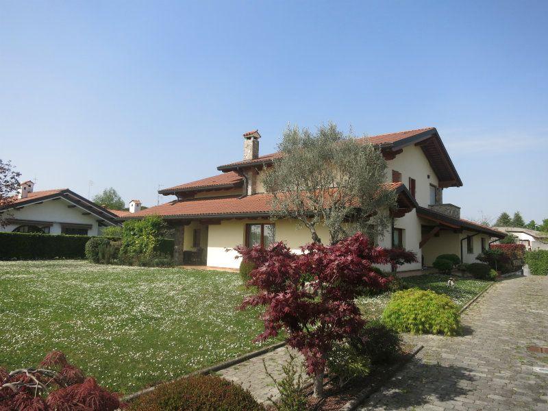 Villa in vendita a Pagnacco, 12 locali, Trattative riservate | CambioCasa.it