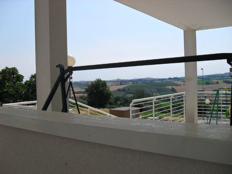 Soluzione Semindipendente in vendita a Coriano, 8 locali, prezzo € 290.000 | Cambio Casa.it