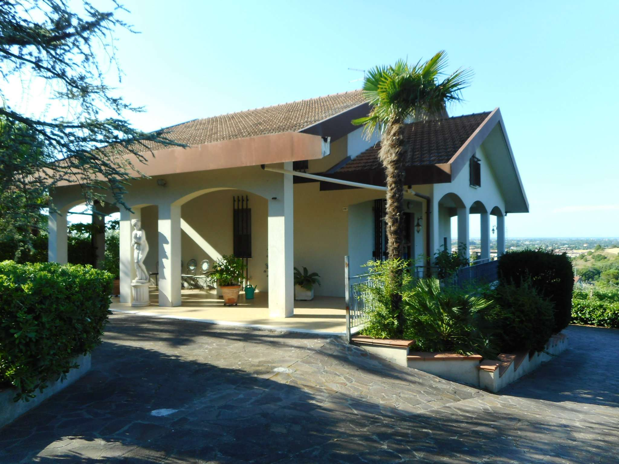Villa in vendita a Santarcangelo di Romagna, 12 locali, prezzo € 675.000 | CambioCasa.it