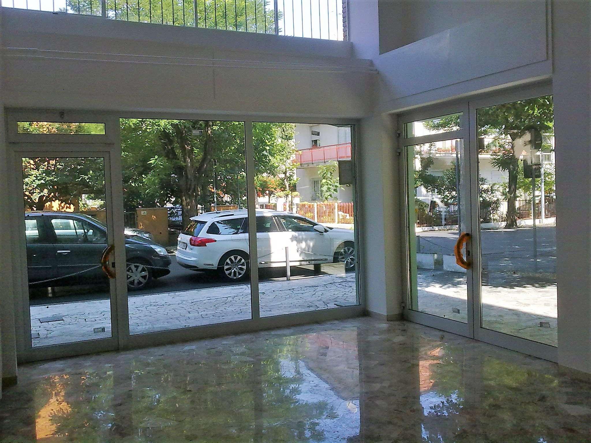 Negozio / Locale in affitto a Rimini, 1 locali, prezzo € 500 | CambioCasa.it