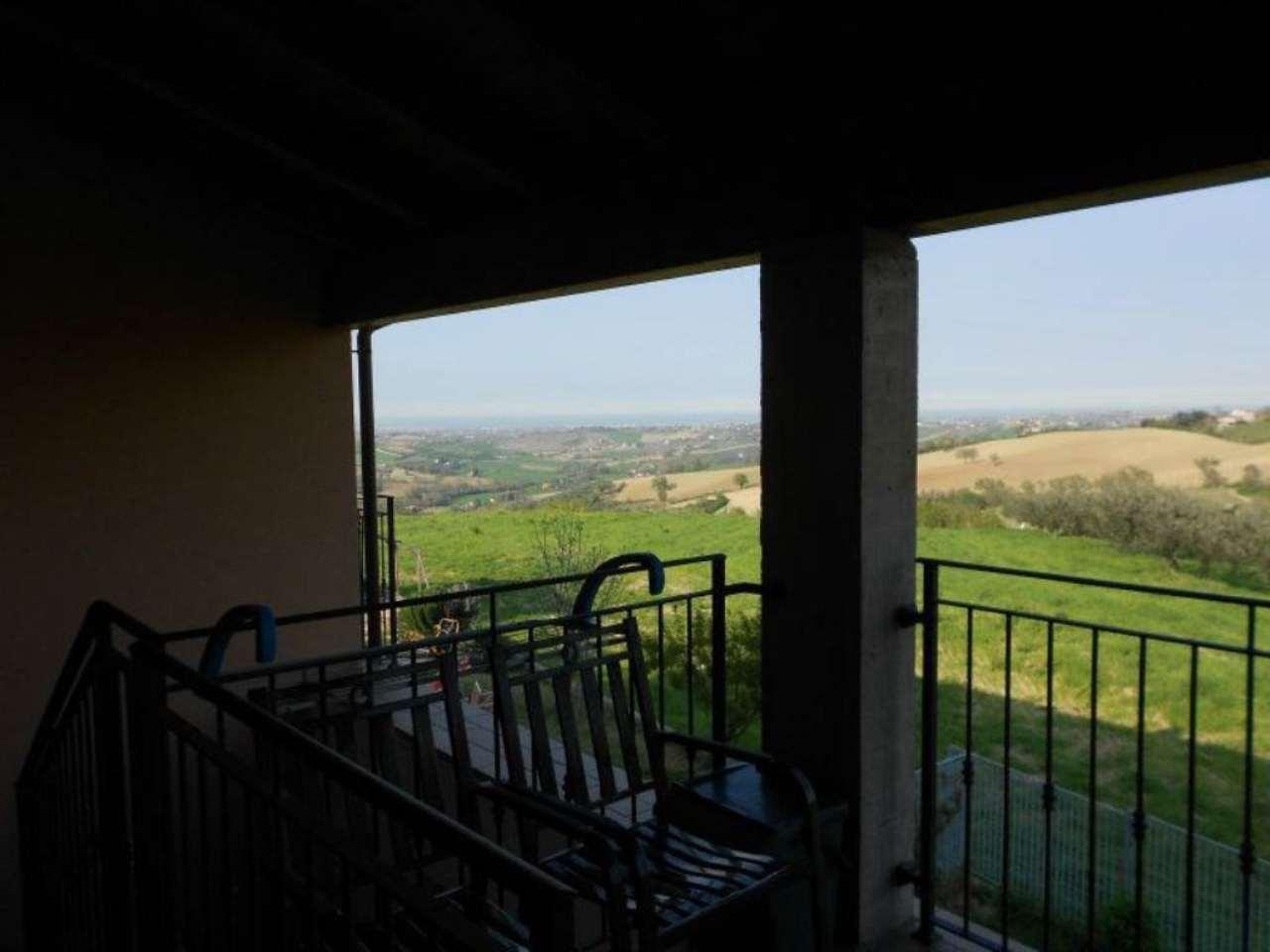 Palazzo / Stabile in vendita a Monte Colombo, 10 locali, prezzo € 320.000 | Cambio Casa.it
