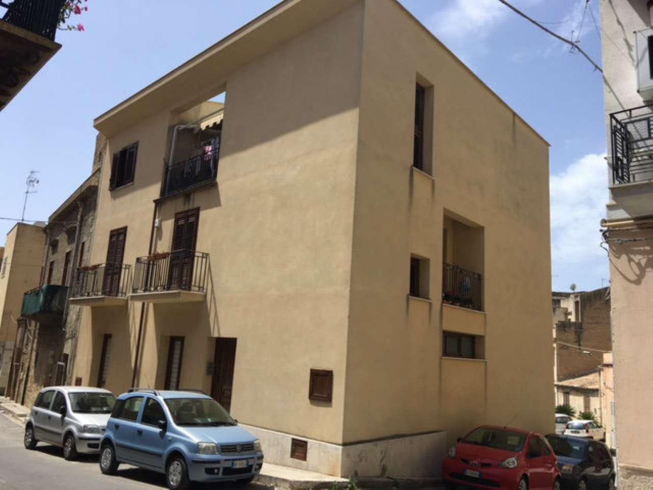 Soluzione Indipendente in vendita a Castelvetrano, 7 locali, prezzo € 195.000 | CambioCasa.it
