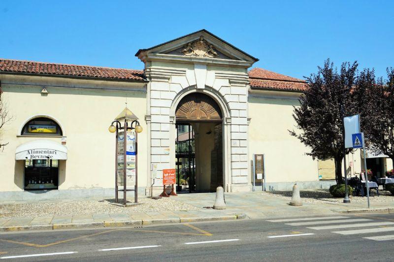 Negozio / Locale in affitto a Chieri, 1 locali, prezzo € 380   Cambio Casa.it