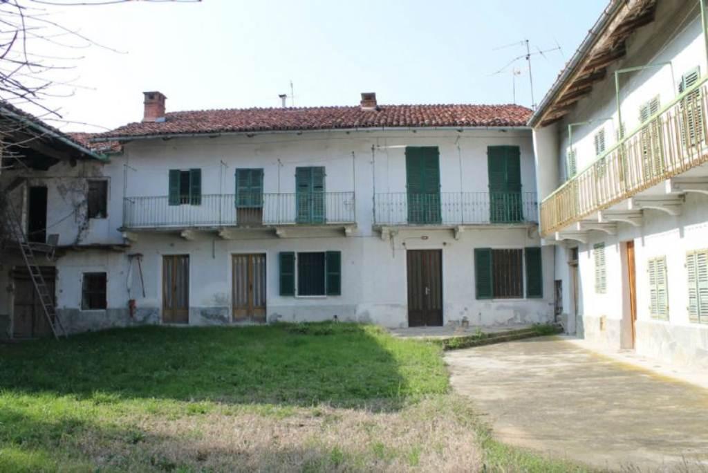 Rustico / Casale in vendita a Albugnano, 15 locali, prezzo € 195.000 | Cambio Casa.it