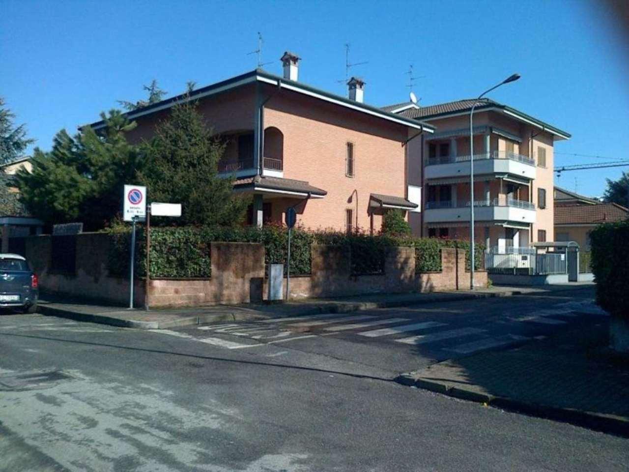 Villa Bifamiliare in affitto a Arese, 6 locali, prezzo € 1.800   Cambio Casa.it