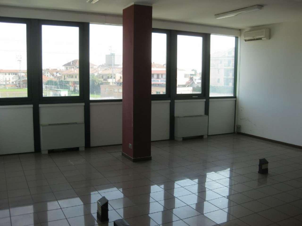 Ufficio / Studio in affitto a Bareggio, 5 locali, prezzo € 1.500 | CambioCasa.it