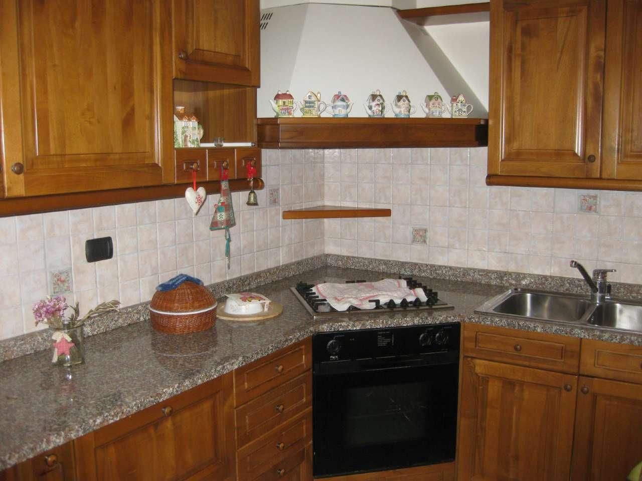 Villa in affitto a Vanzago, 5 locali, prezzo € 1.500 | Cambio Casa.it