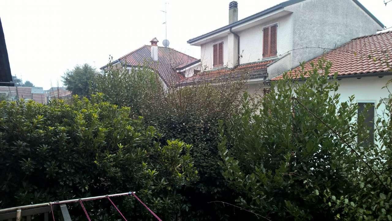 Appartamento in affitto a Bareggio, 2 locali, prezzo € 600 | Cambio Casa.it