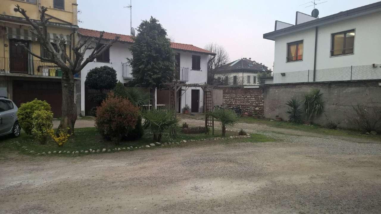 Ufficio / Studio in affitto a Magenta, 2 locali, prezzo € 450   CambioCasa.it