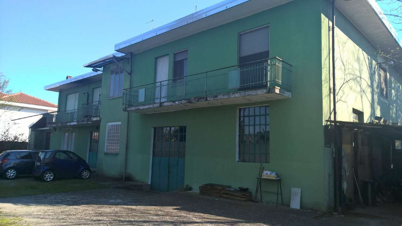 Capannone in vendita a Buscate, 20 locali, prezzo € 250.000 | CambioCasa.it