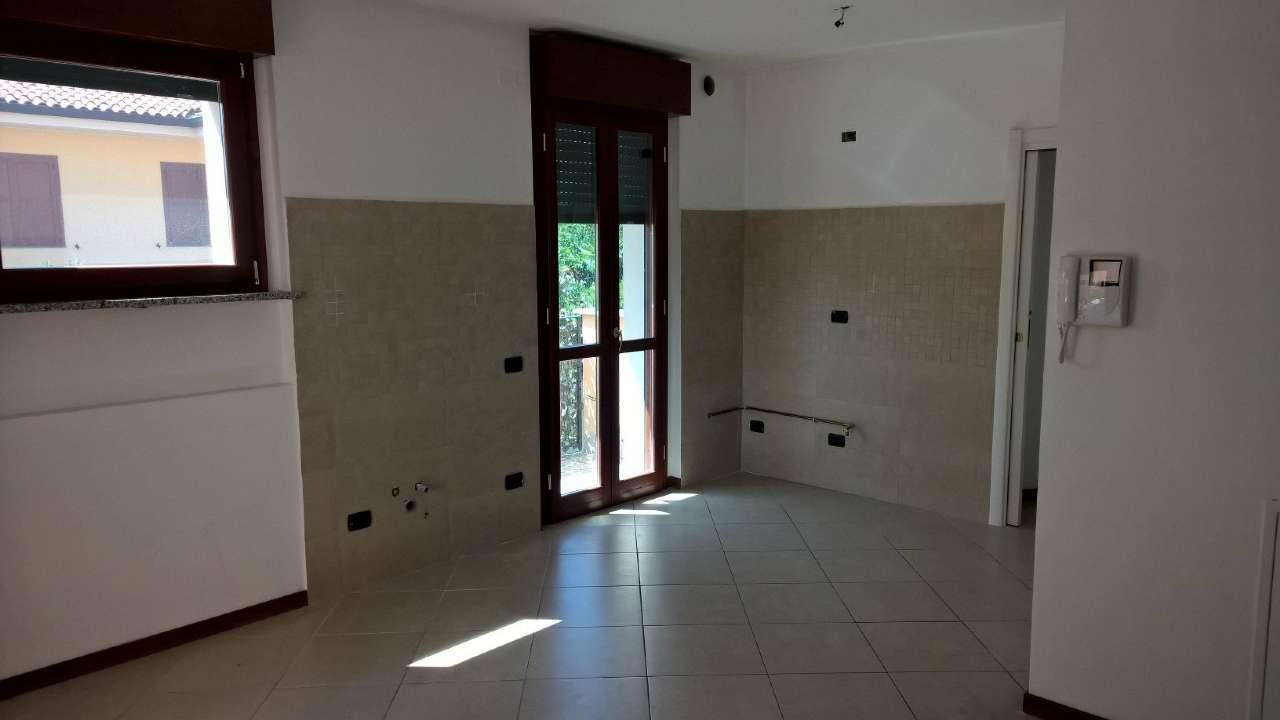Appartamento in affitto a Mesero, 2 locali, prezzo € 450   CambioCasa.it