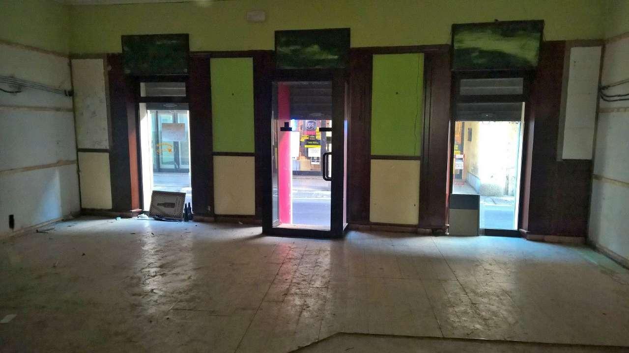Negozio / Locale in affitto a Magenta, 1 locali, prezzo € 750   CambioCasa.it