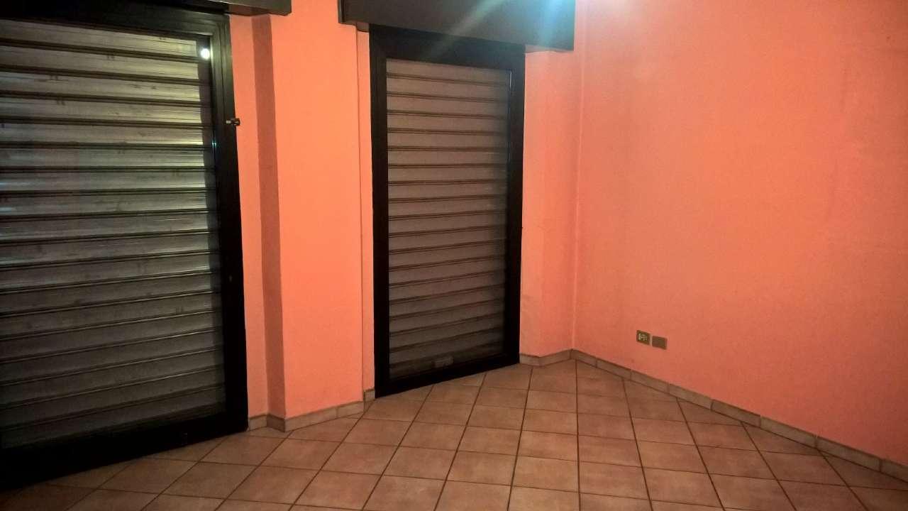 Negozio / Locale in affitto a Magenta, 3 locali, prezzo € 750   CambioCasa.it