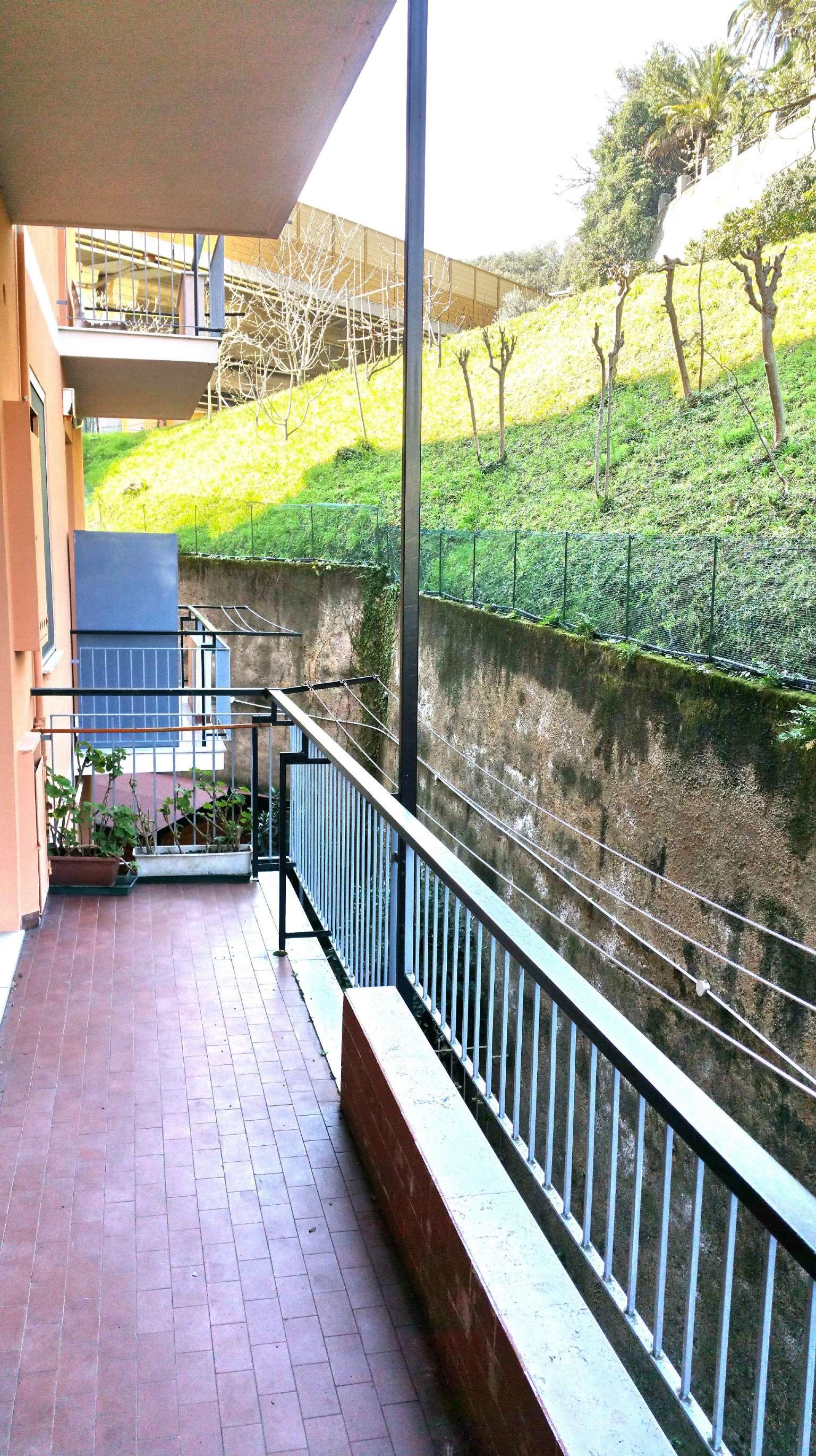 Bilocale Genova Via Longo 1
