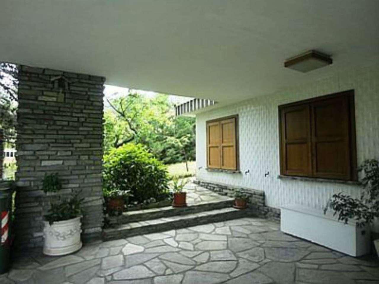 Villa in vendita a Moncalieri, 11 locali, prezzo € 420.000 | Cambio Casa.it