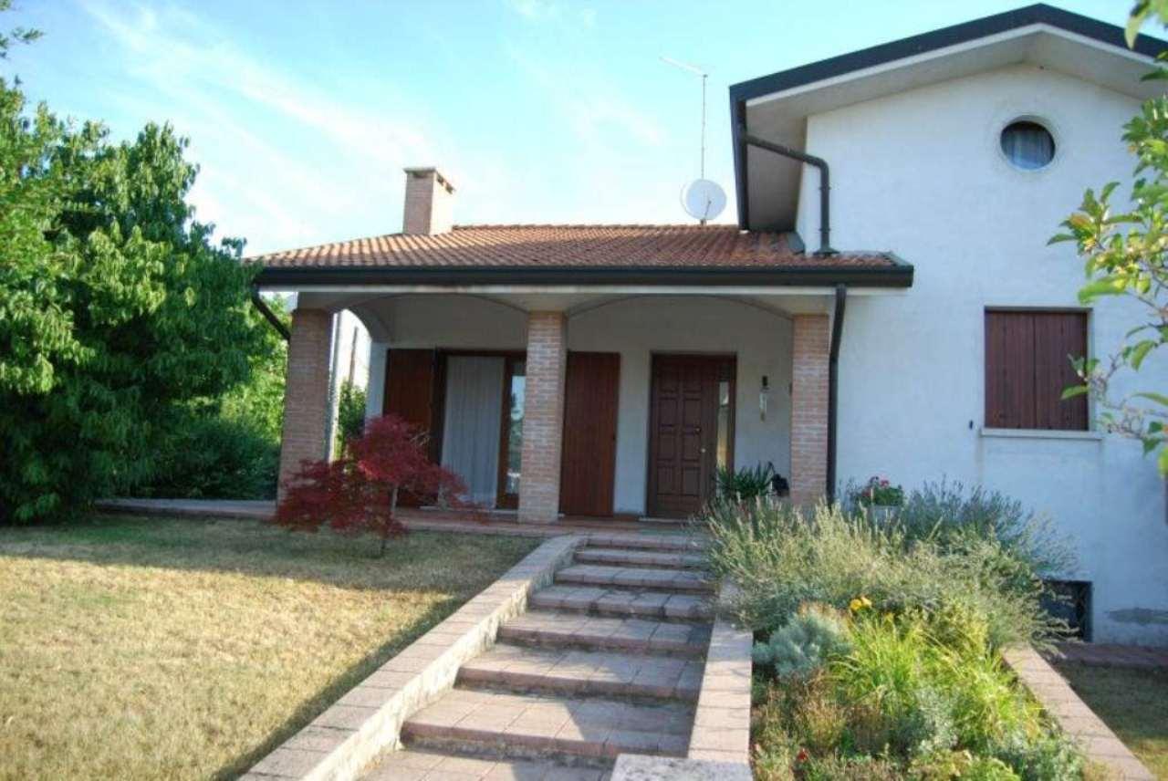 Soluzione Indipendente in vendita a Villorba, 7 locali, prezzo € 369.000 | Cambio Casa.it