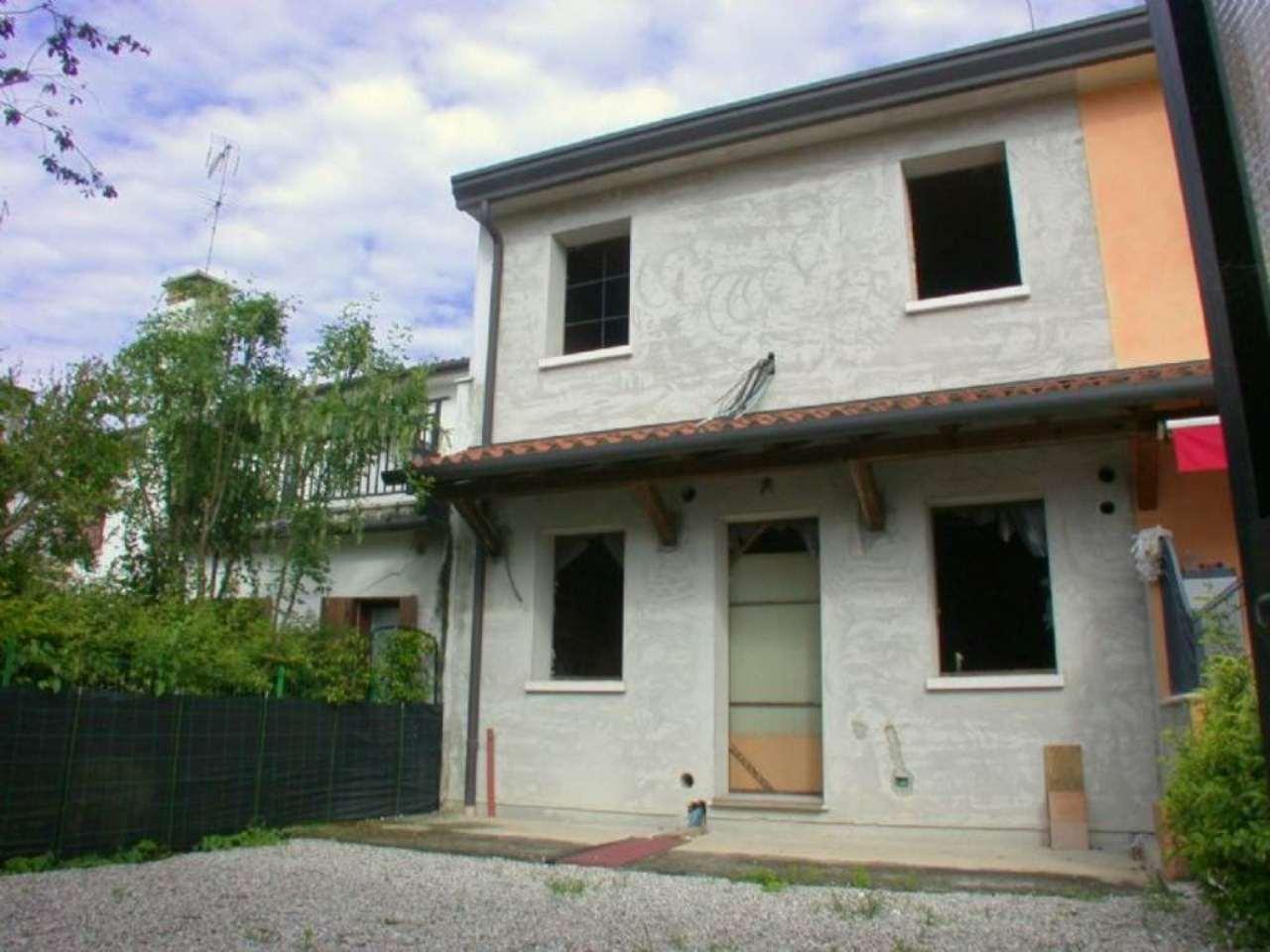Soluzione Semindipendente in vendita a Monastier di Treviso, 8 locali, prezzo € 100.000 | Cambio Casa.it