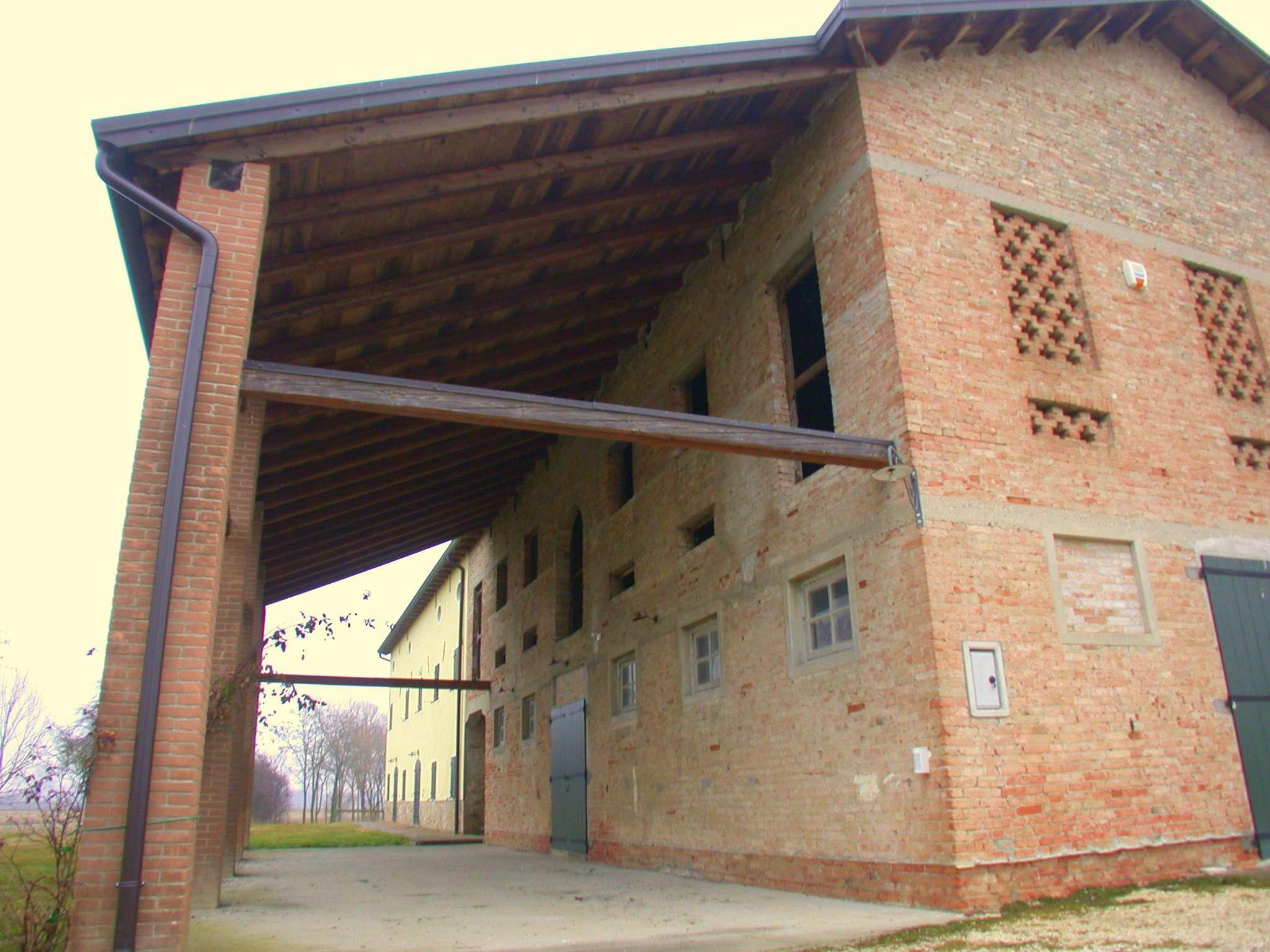 Rustico / Casale in vendita a Meolo, 8 locali, Trattative riservate | CambioCasa.it