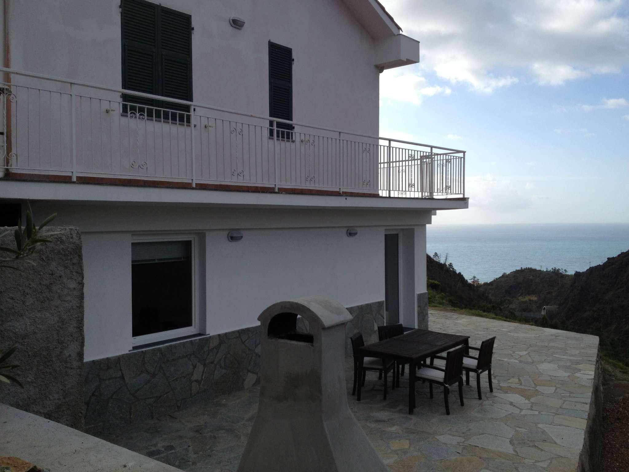 Villa in Vendita a Cogoleto Centro: 5 locali, 180 mq