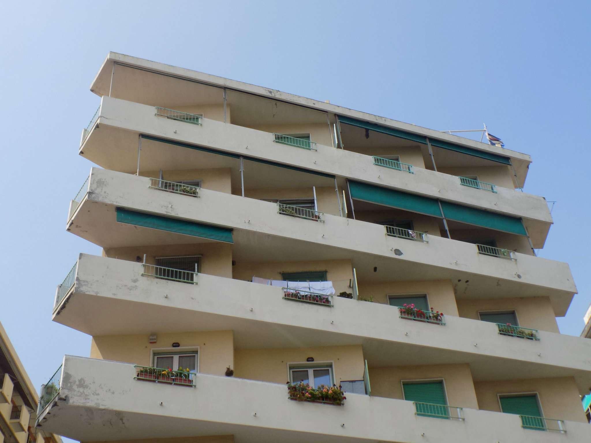 Appartamento in Affitto a Genova Periferia Ovest: 4 locali, 100 mq