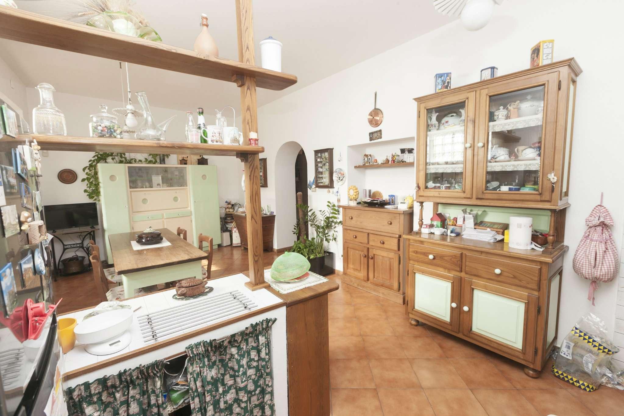 Appartamento in Vendita a Genova Periferia Ovest: 5 locali, 140 mq