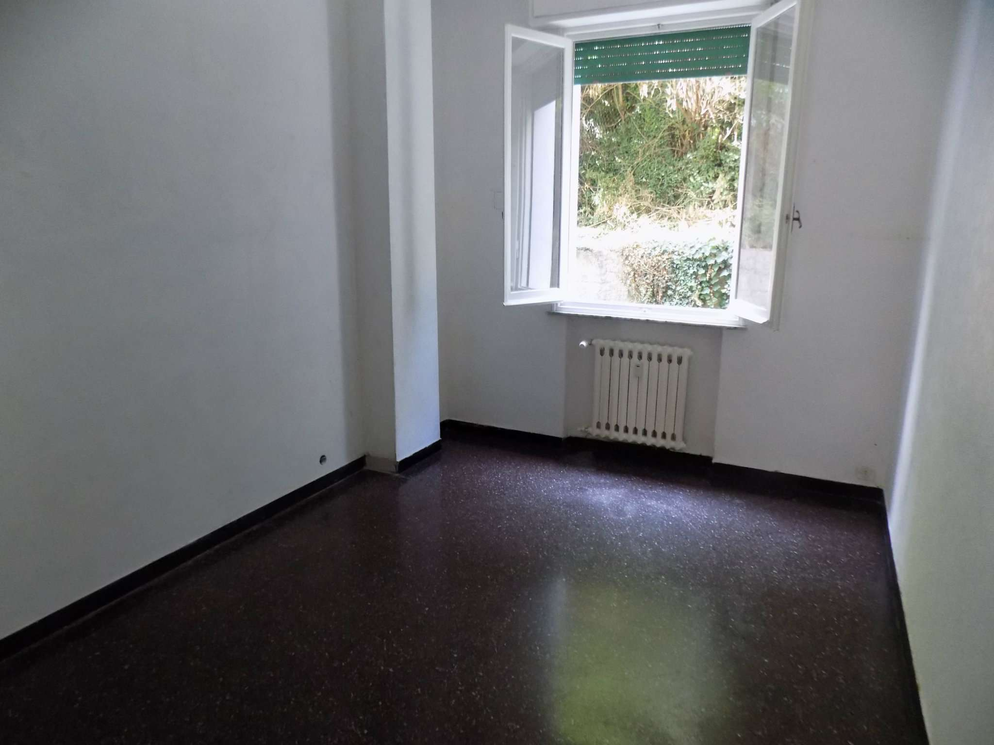 Appartamento in Vendita a Genova Periferia Ovest: 4 locali, 75 mq