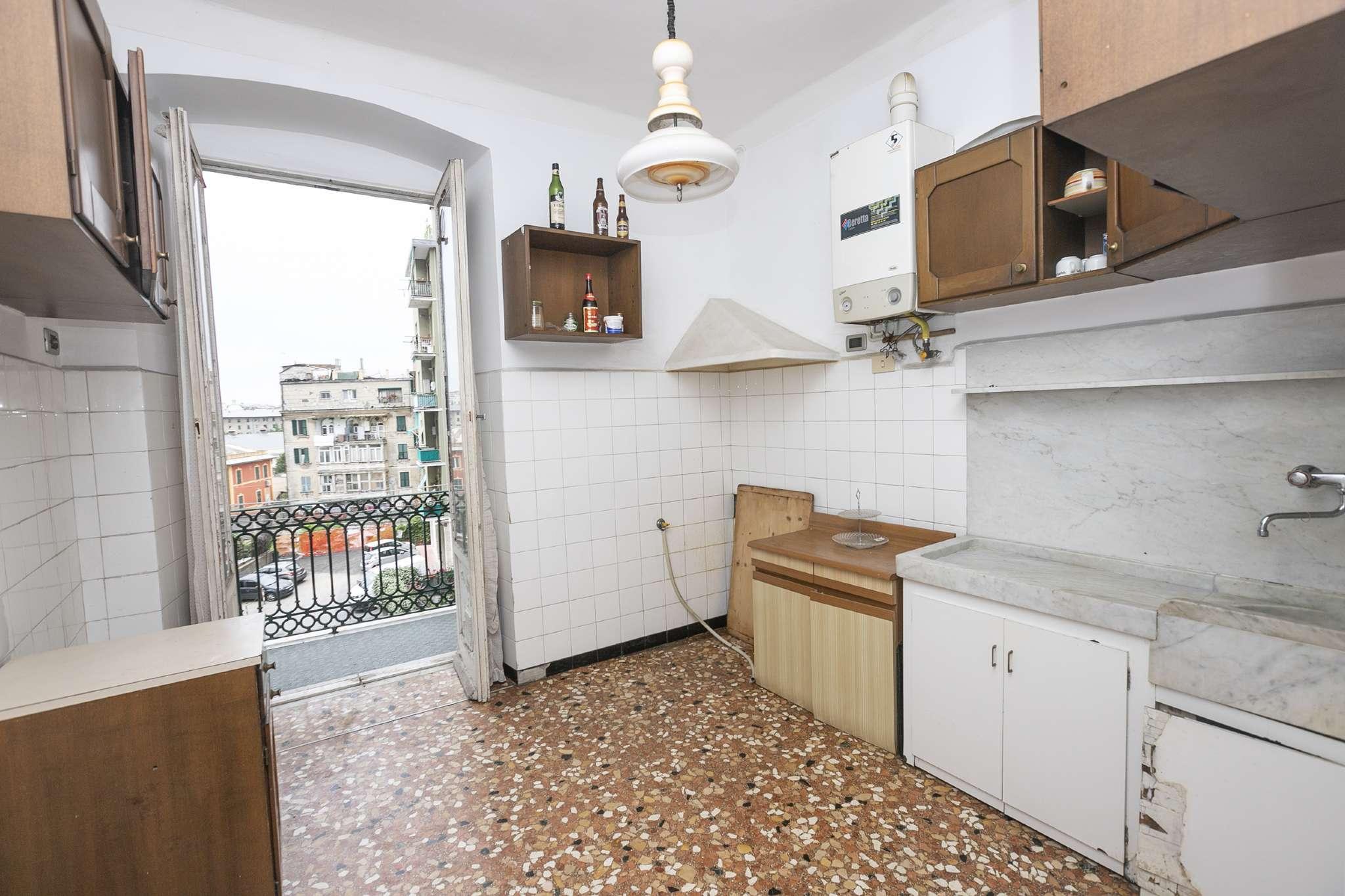 Appartamento in Vendita a Genova Semicentro Est: 5 locali, 100 mq