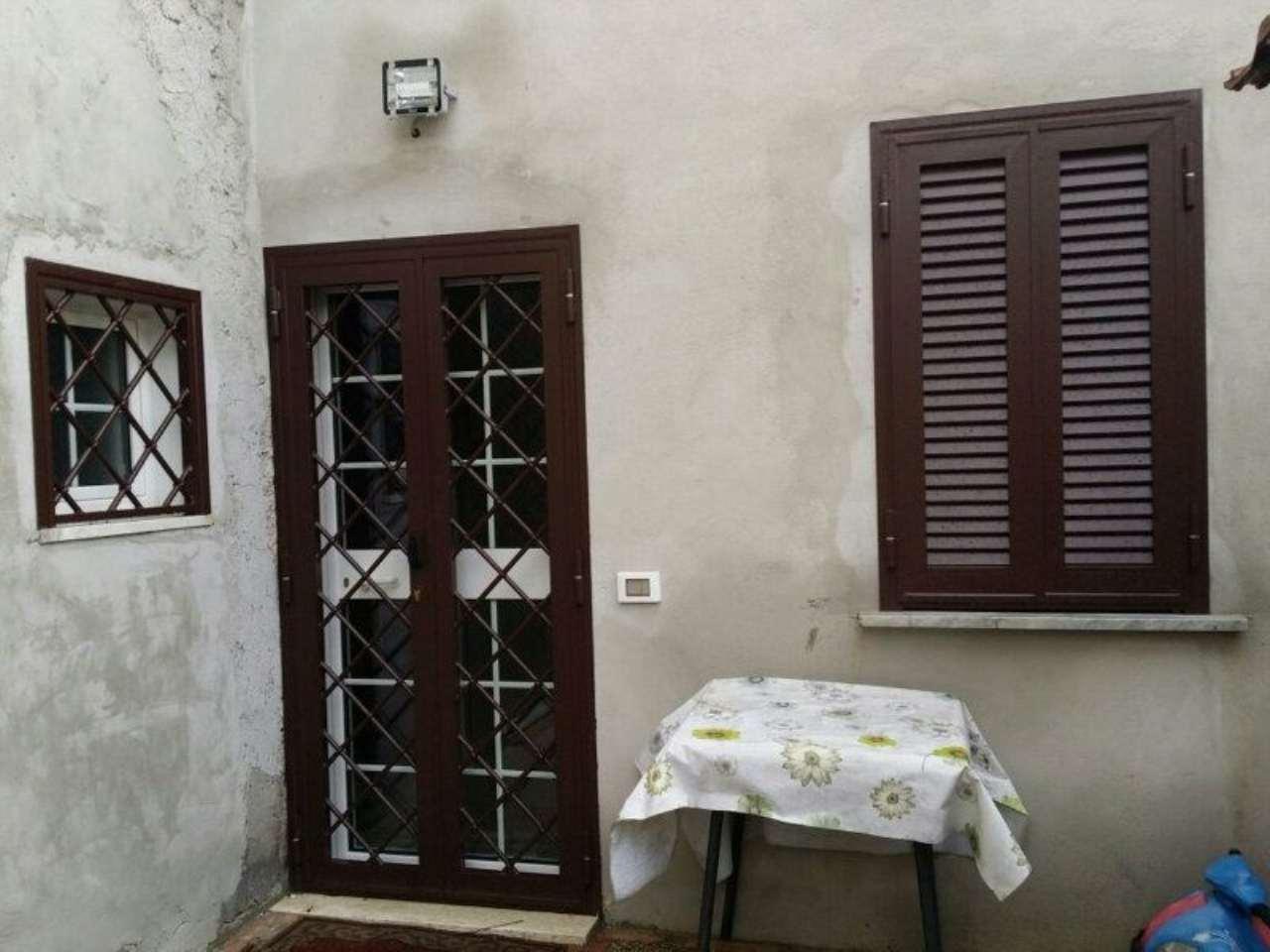 Bilocale Velletri Via Colle Ottone Basso 1