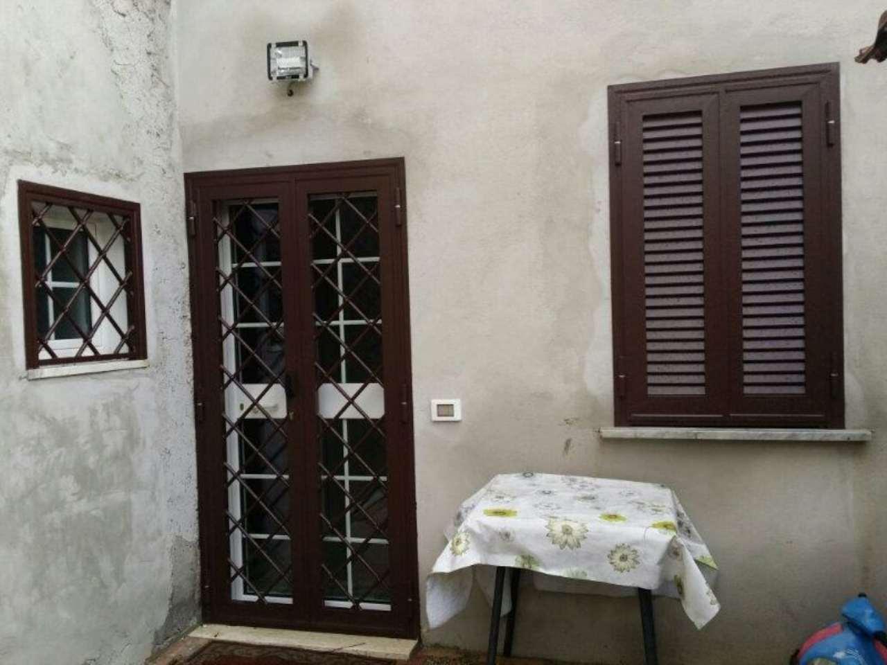 Bilocale Velletri Via Colle Ottone Basso 9