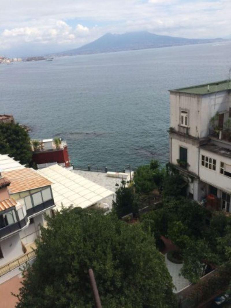 Bilocale Napoli Via Posillipo 10