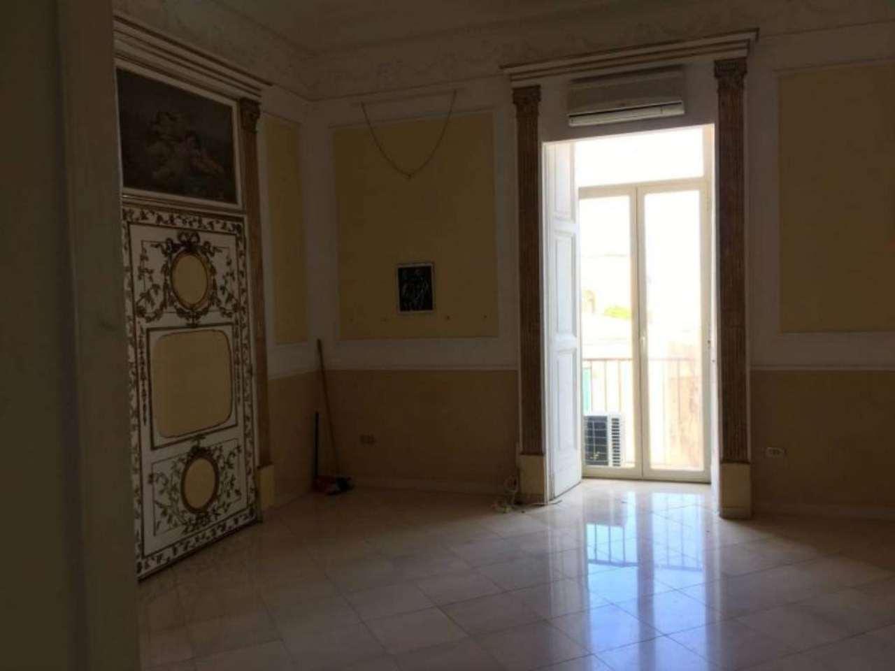Loft / Openspace in affitto a Napoli, 2 locali, zona Zona: 1 . Chiaia, Posillipo, San Ferdinando, prezzo € 1.000   Cambio Casa.it