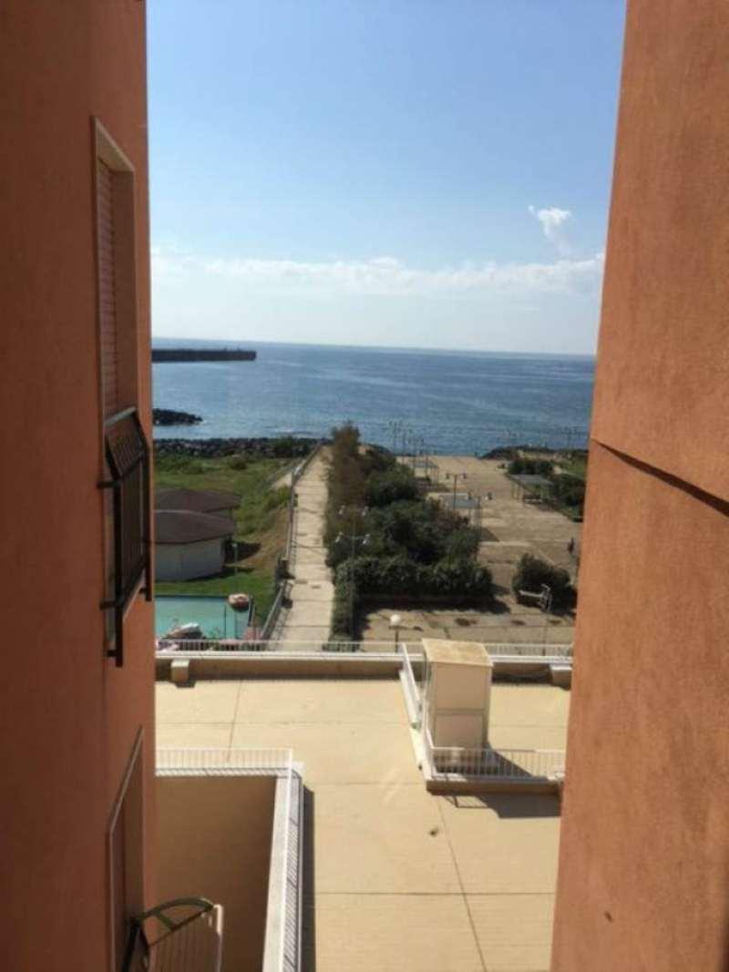 Appartamento in affitto a Napoli, 4 locali, zona Zona: 10 . Bagnoli, Fuorigrotta, Agnano, prezzo € 800 | Cambio Casa.it