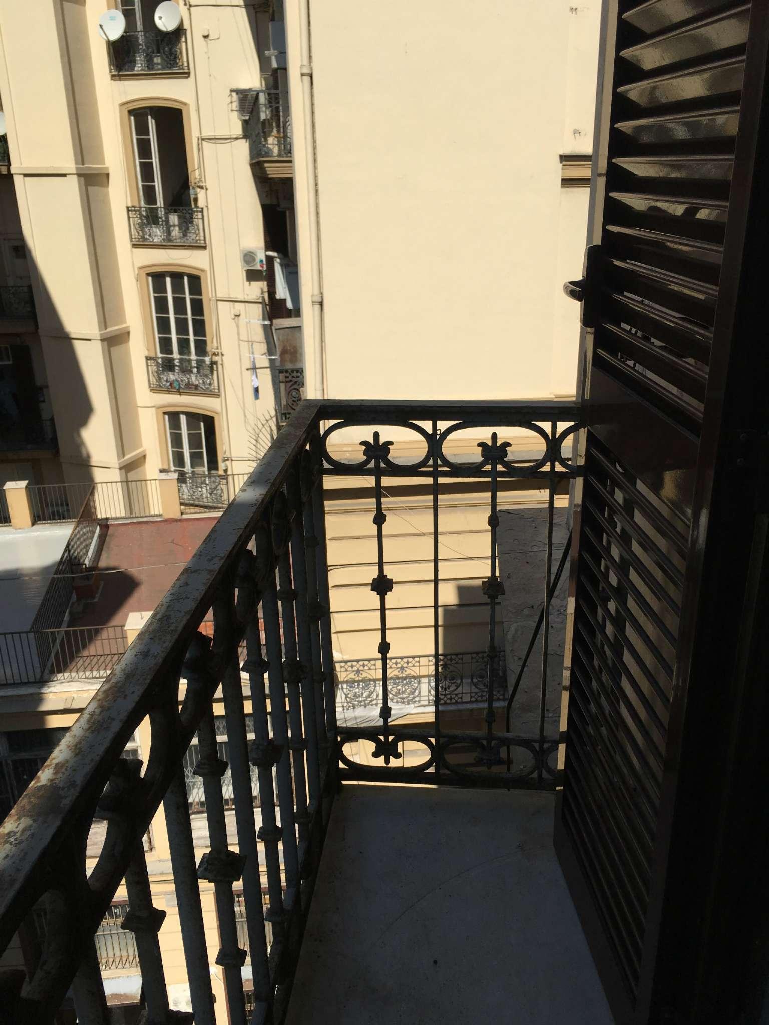 Bilocale Napoli Via Duomo 2