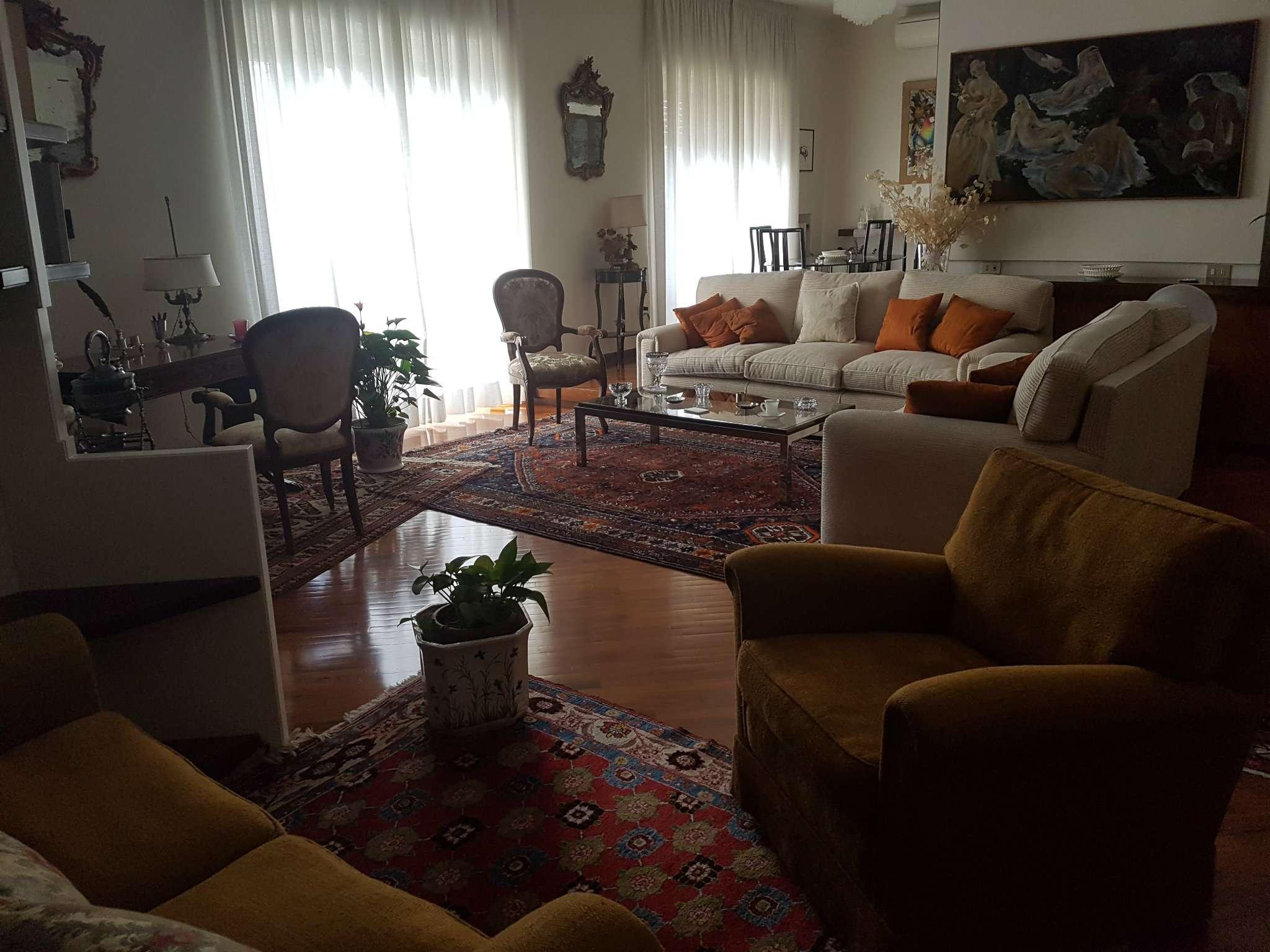 Appartamento napoli vendita zona 1 chiaia - Casa esposta a ovest ...
