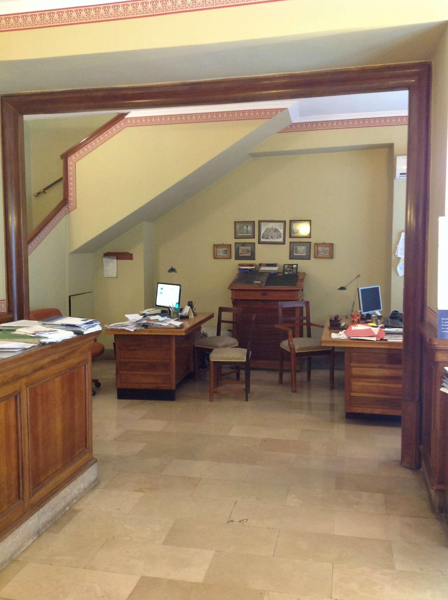 Ufficio / Studio in affitto a Napoli, 5 locali, zona Zona: 2 . Mercato, Pendino, Avvocata, Montecalvario, Porto, S.Giuseppe, Centro Storico, prezzo € 2.200 | CambioCasa.it