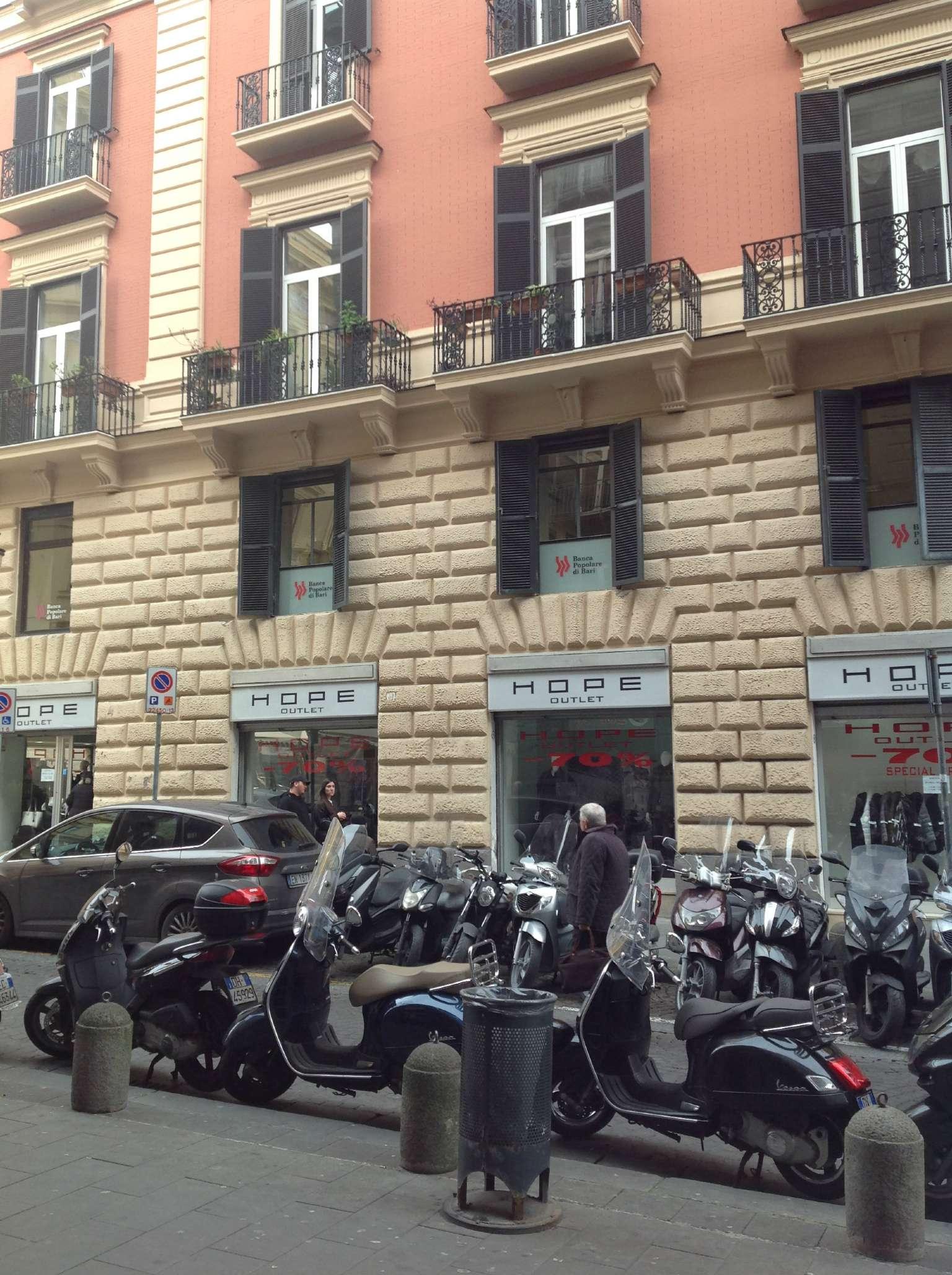 Ufficio / Studio in affitto a Napoli, 10 locali, zona Zona: 2 . Mercato, Pendino, Avvocata, Montecalvario, Porto, S.Giuseppe, Centro Storico, prezzo € 6.500 | CambioCasa.it