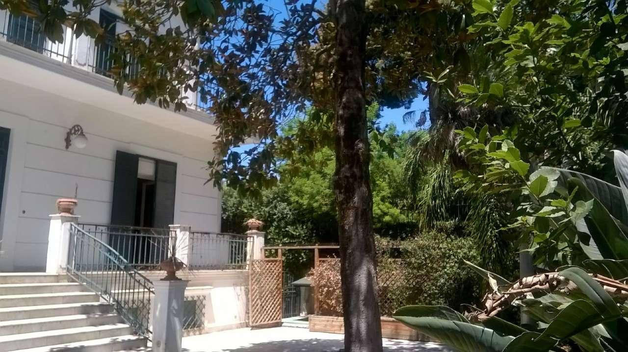 Villa in vendita a Napoli, 15 locali, zona Zona: 1 . Chiaia, Posillipo, San Ferdinando, prezzo € 3.500.000 | CambioCasa.it