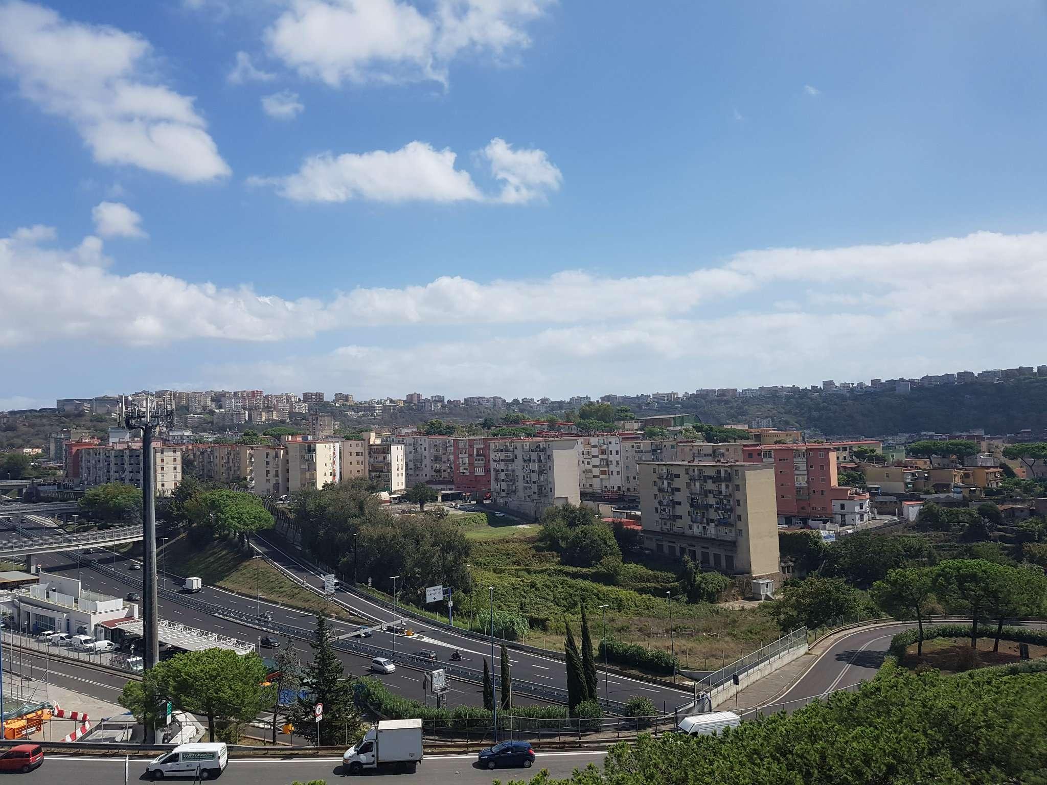 Appartamento in affitto a Napoli, 3 locali, zona Zona: 10 . Bagnoli, Fuorigrotta, Agnano, prezzo € 1.000 | CambioCasa.it