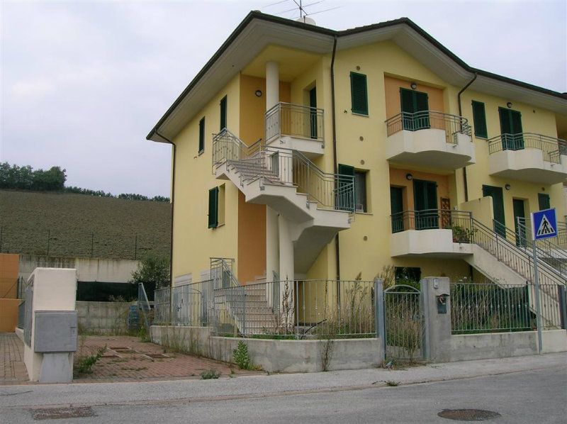 Appartamento in vendita a Tavullia, 3 locali, prezzo € 142.000 | CambioCasa.it
