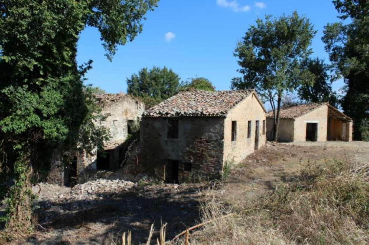 Rustico / Casale in vendita a Vallefoglia, 9999 locali, prezzo € 190.000 | Cambio Casa.it