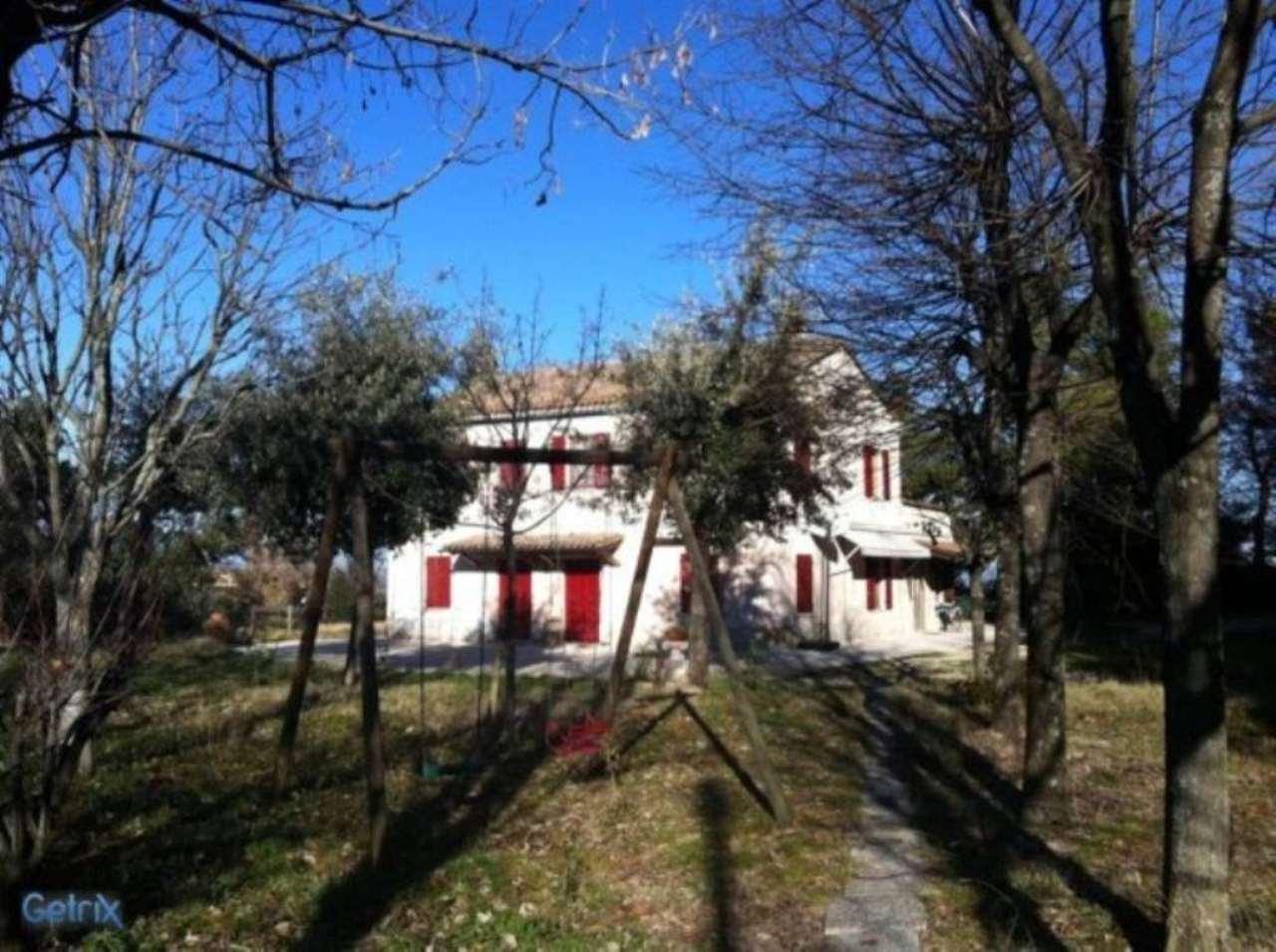 Rustico / Casale in vendita a Montelabbate, 6 locali, prezzo € 490.000 | CambioCasa.it