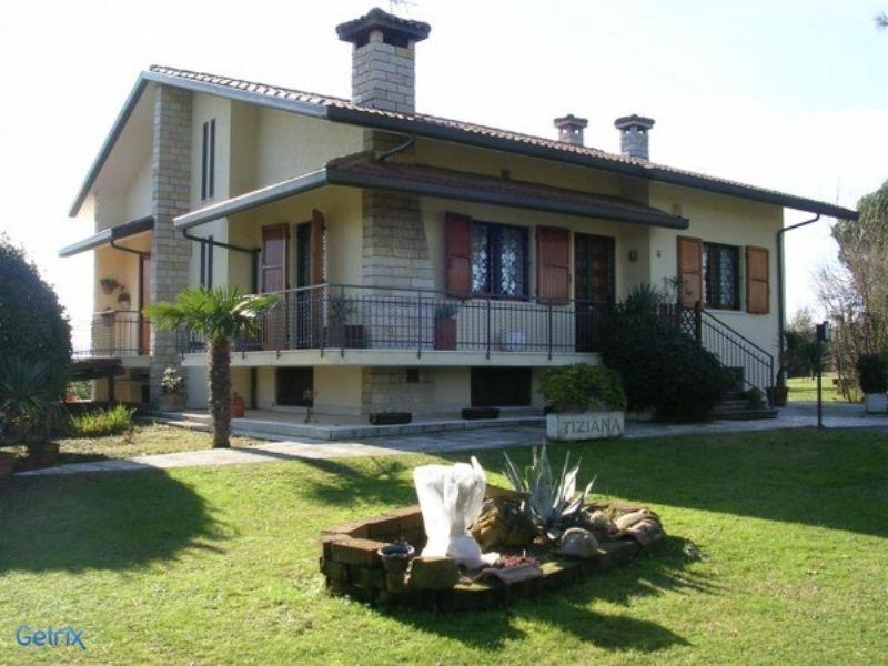 Villa in vendita a Misano Adriatico, 9 locali, Trattative riservate | Cambio Casa.it