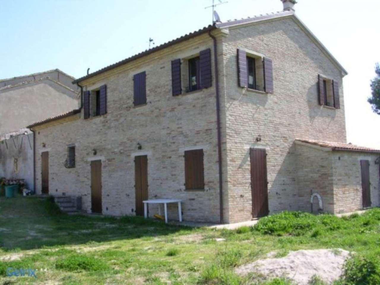 Rustico / Casale in vendita a Pesaro, 8 locali, prezzo € 450.000 | CambioCasa.it